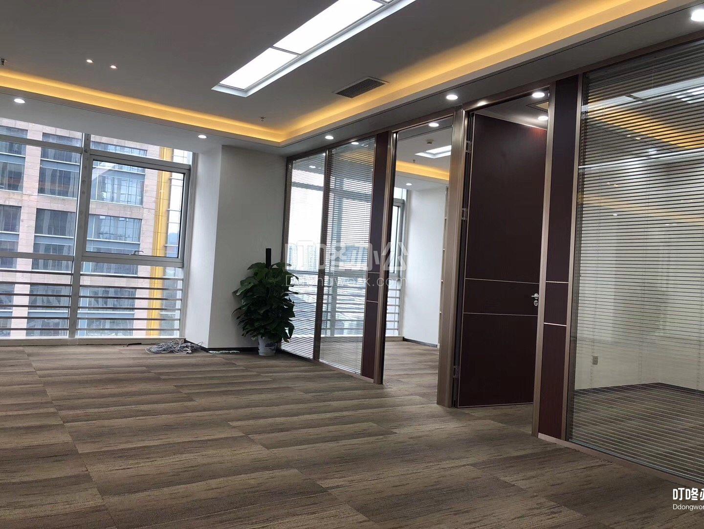 超大型办公室 现代国际大厦
