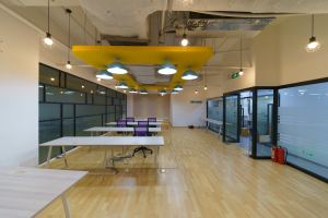 中型办公室 蓝马创业 · 蓝马智造园站