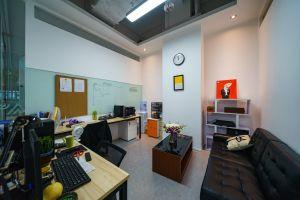 小型办公室 蜂巢孵化器
