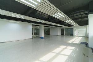 超大型办公室 蓝马创业 · 蓝马智造园站
