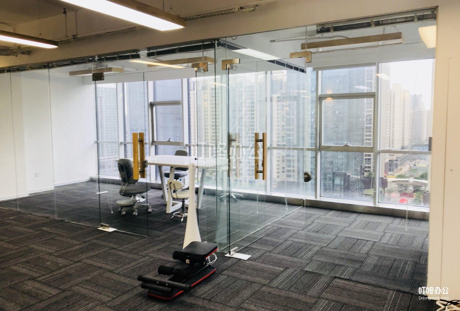 中型办公室 中国凤凰大厦