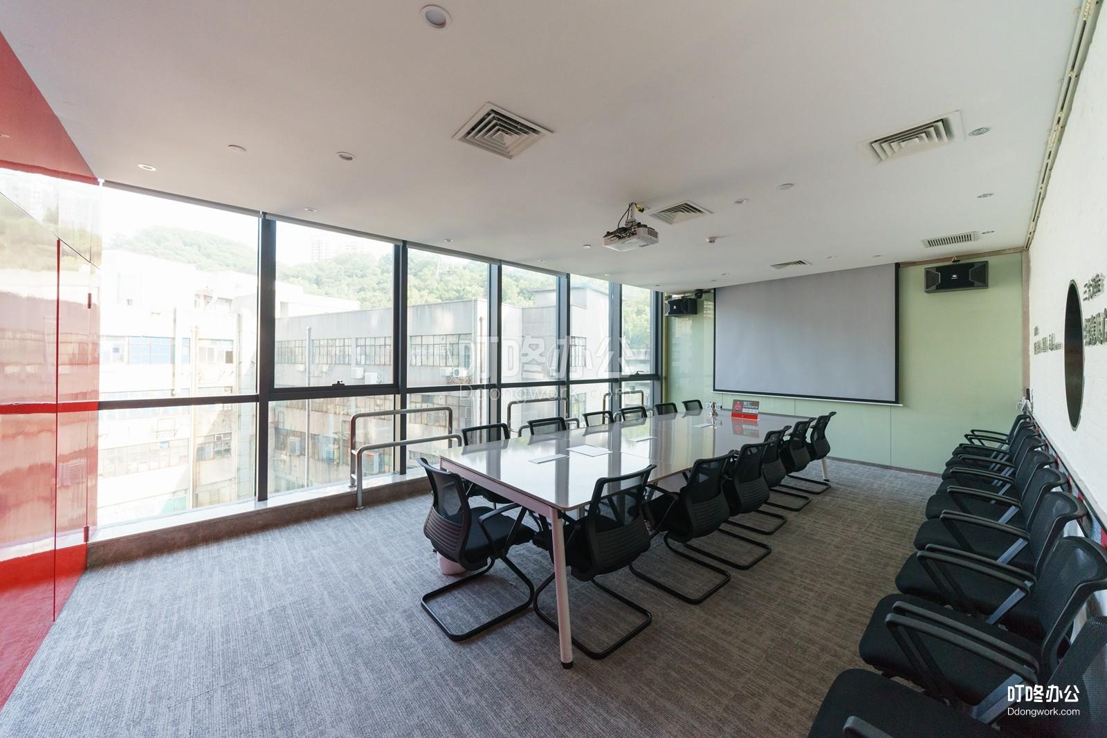 TUP创客空间会议室