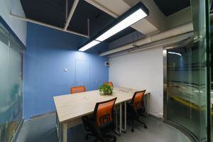小型办公室 华强北中电信息国际创客中心