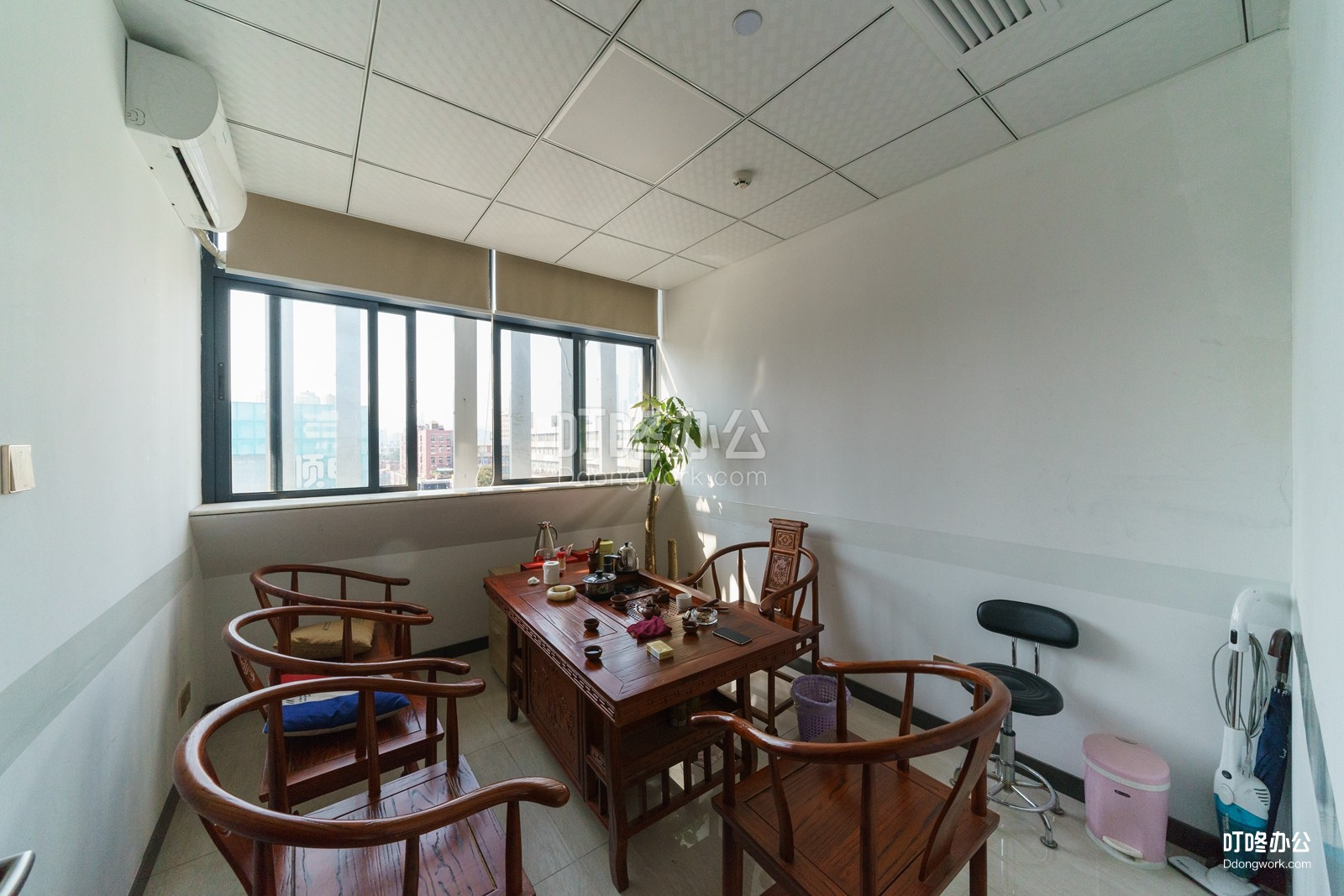 德隆启创商务中心会议室
